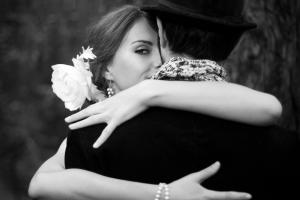 1 Couple-Embrace-Costumes-Black-And-White--200x300